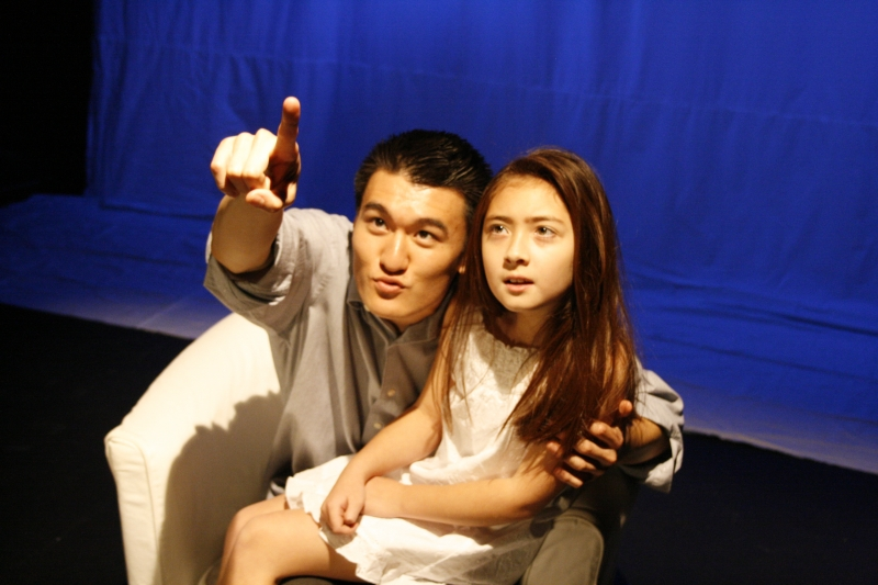 Chen_Tang_as_Junpei_and_Sydney_Penny_as_Sala