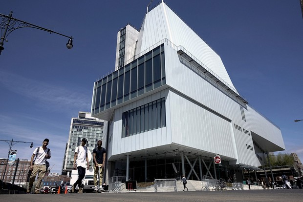People walk past the new Whitney Museum of American Art in New York.  REUTERS/Eduardo Munoz)